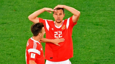 russian football players gestures